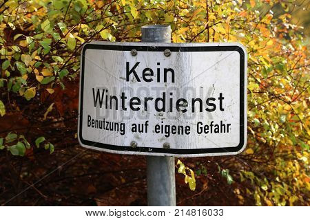Warning sign / Text in german language: No winter service. Use at your own risk.