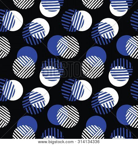 Exaggerated Retro Geo Dots Vector Seamless Pattern. Over Scaled Modern Geometric White And Blue Circ
