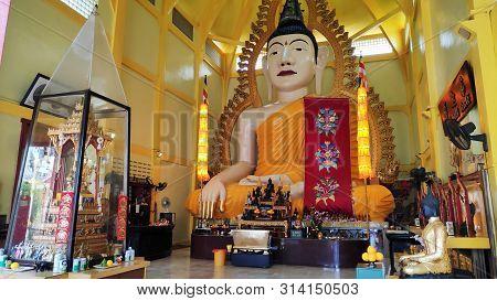 Singapore- 19 Jul, 2019: Sakya Muni Buddha Gaya Temple At Little India In Singapore. The Temple Was