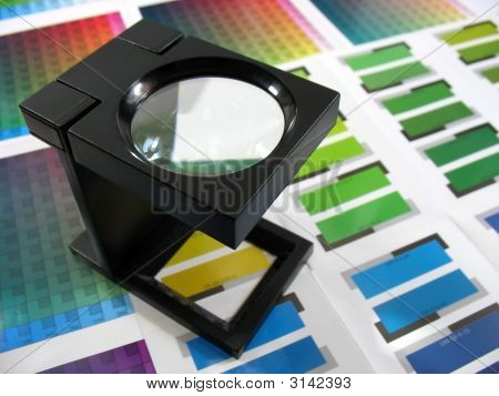 Color Guides With Magnifying Glass 3