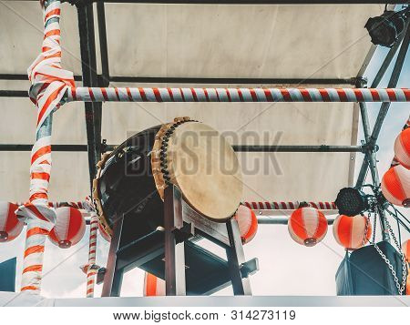 The Stage Of The Yagura With A Big Japanese Taiko Drum Odaiko. Paper Red-white Lanterns Chochin Scen