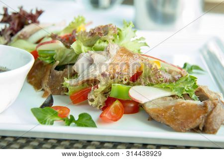 A Grilled Chicken Salad With Sauce Background