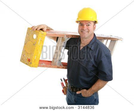 Obrero de la construcción con escalera