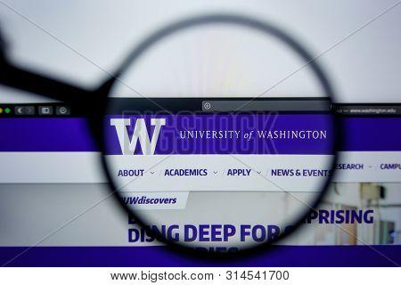 Los Angeles, California, Usa - 29 Jule 2019: Illustrative Editorial Of Washington.edu Website Homepa