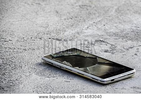 The Smartphone Fell On The Ground Of The Accident Broken Glass Broken Screen Communication Insurance