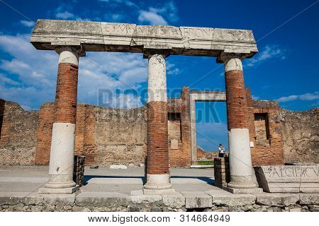Pompeii, Italy - April, 2018: Tourists At The Portico Of Concordia Augusta On The Forum Of The Ancie