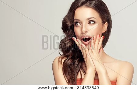 Shocked And Surprised Girl Screaming And  Looking To The Side Presenting  Your Product . Curly Hair