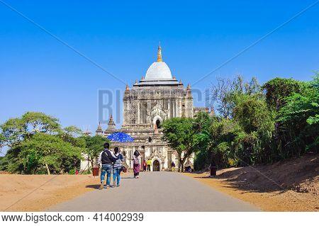 Bagan, Myanmar - January 21: 2019.unidnetified People Come To Visit And Make Merit At Thatbyinnyu Te