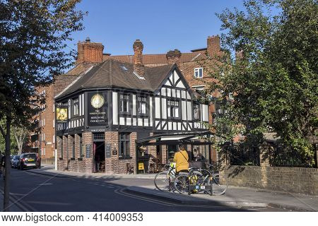 London, Uk - 20 September 2020, The Virgin Queen Is The Classic Pub In East London