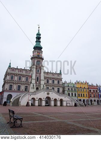 Zamosc, Poland, November 10, 2020. Town Hall On The Market Square In The Town Of Zamosc On A Cloudy