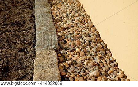 Some Areas In The City Have Only An Infiltration And Aesthetic Function. Mulched Pebbles Are Light B
