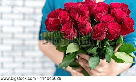 The Girl Holds In Her Hands A Gorgeous Bouquet Of Red Roses On A White Background. Banner For Advert