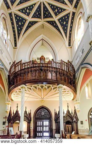 Charleston, South Carolina, Usa - February 20, 2021: Interior Of The Historic Cathedral Of St John T