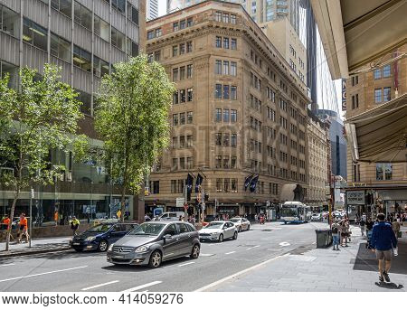 Sydney, Australia - Dec 16, 2018: Pedestrians And Vehicle Traffic Along Market Street In The Central
