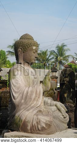 Magelang, Indonesia. March 11, 2021. Patung Budha Dijual Di Pasar Lokal Magelang