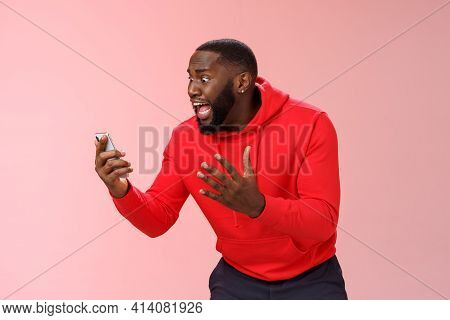 Desparate Angry Pissed African-american Irritated Man Yelling Smartphone Look Angry Phone Display Ge