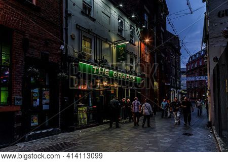 Liverpool, Great Britain - September 13, 2014: This Is The Famous Walking Matthew Street Near The Gr