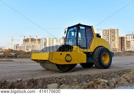 Vibration Single-cylinder Road Roller Leveling Ground For Construct Of The New Asphalt Road. Roadwor