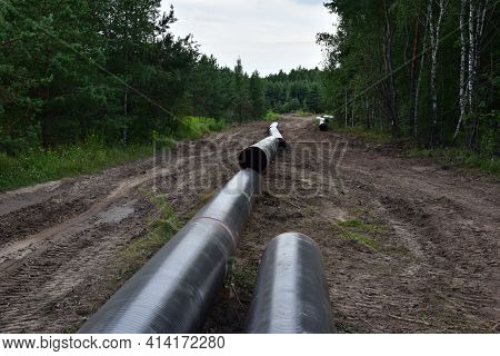 Natural Gas Transmission Pipeline And Crude Oil Pipes Installation For Transporting Fuel Supplies To