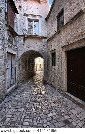 Stone Paved Alleyway In Trogir Old Town, Croatia. Cobblestone Street In Trogir.