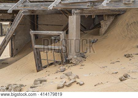 Kolmanskop. Namibia  - January 8.2021: A House Full Of Sand At German Kolmanskop - Kolmannskuppe Gho