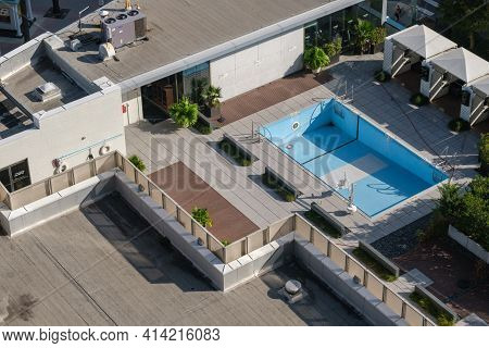 New Orleans, La  - October 26: Drained Le Meridien Hotel Rooftop Swimming Pool On October 26, 2021 I