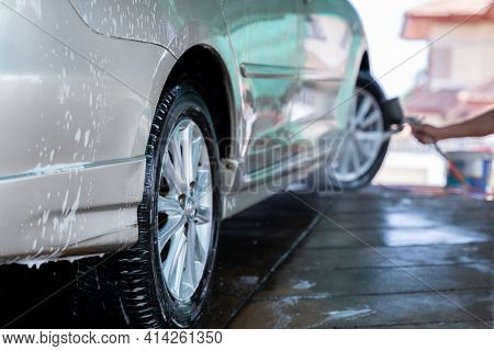 Car Washing At The Car Wash Shop To Clean Up Dirt And Keep The Health Of The Driver And Passengers,
