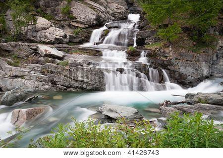 Waterfall Lillaz