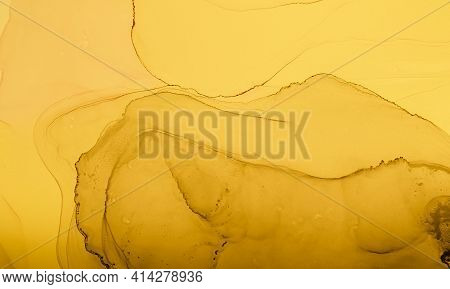 Gold Fluid Art. Marble Abstract Background. Acrylic Oil Effect. Liquid Pattern. Fluid Art. Grunge Fl