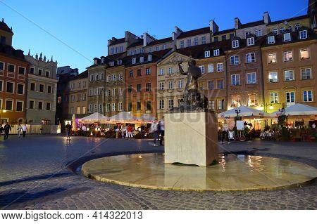 Warsaw, Poland - June 18, 2016: People Visit Rynek Main Square In Old Town In Warsaw, Poland. Warsaw