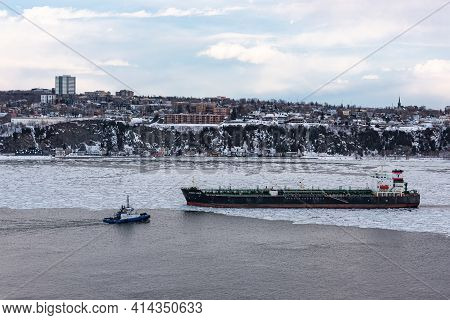 Quebec City, Quebec, Canada - 14 Mars 2021 : At The Sunset, Winter View Of The Maritime Traffic On T