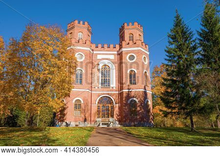 Pushkin, Russia - October 11, 2018: At The Old Arsenal Pavilion In The Golden Autumn. Tsarskoe Selo