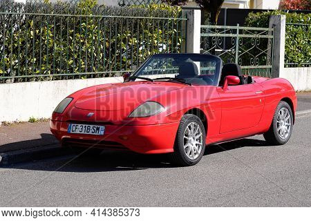 Bordeaux , Aquitaine France - 03 22 2021 : Fiat Barchetta Convertible Red Car Old Timer Retro Sport
