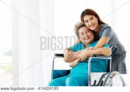 The Family Visit To Embolden The Elderly Mother Who Was Sick At The Hospital. The Sick Person In The
