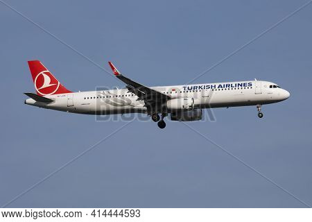 Istanbul, Turkey - March 28, 2019: Turkish Airlines Airbus A321 Tc-jtk Passenger Plane Arrival And L