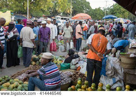 Zanzibar Sity, Tanzania, East Africa - June 17, 2017: Sale Of Fruits And Vegetables In The Bazaar In