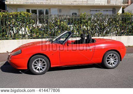 Bordeaux , Aquitaine France - 03 25 2021 : Fiat Barchetta Convertible Red Car Old Timer Retro Sport
