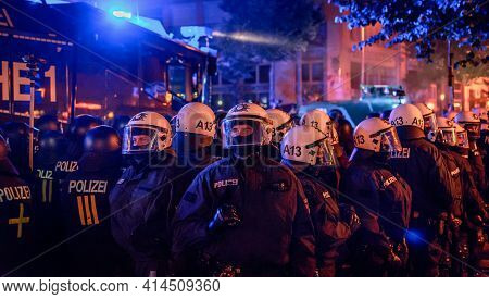 Sternschanze Hamburg - Germany July 6, 2017: Policemen Grouping In Full Gear At The Demonstration In