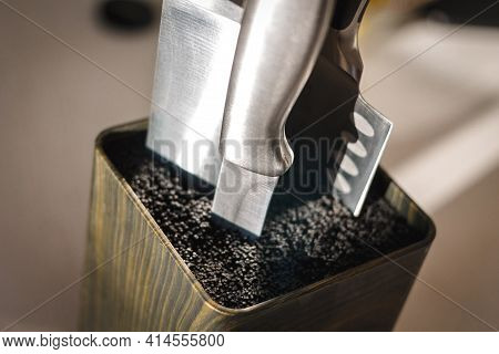 Universal Holder Knife Block, Close-up Multifunctional Tool For Knives. Steel Knife In Plastic Fibre
