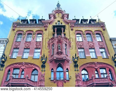 Lodz - Poland. 18 June 2019: Beautiful Architecture Of Buildings From Early 20th Century In Lodz. Ur