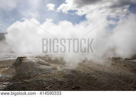 Hveravellir / Iceland - August 25, 2017: Fumarole And Sulfur Area At Hveravellir Near The Kjolur Hig