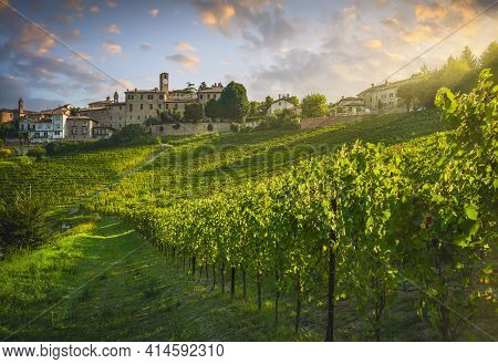 Neive Village And Langhe Vineyards, Unesco Site, Piedmont, Northern Italy Europe.