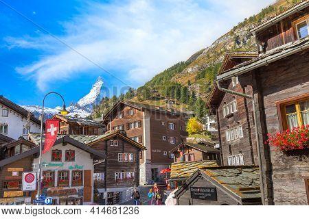 Zermatt, Switzerland - October 7, 2019: Town Autumn Street View In Famous Swiss Ski Resort, Matterho