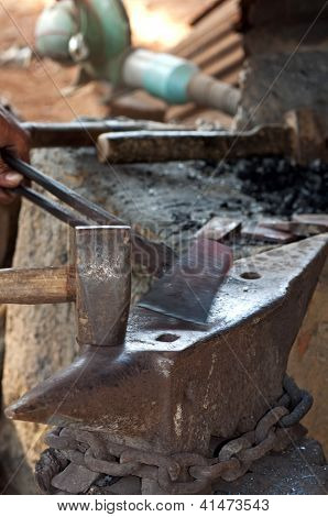 Forging a hammer head