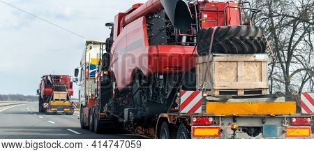 Many Heavy Industrial Truck With Semi Trailer Platform Transport Disassembled Combine Harvester Mach