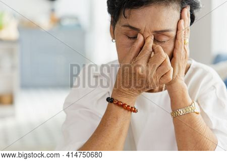 An Elderly Asian Woman Uses Her Hand To Grasp The Head. Old Women Have Dizziness And Headache Due To