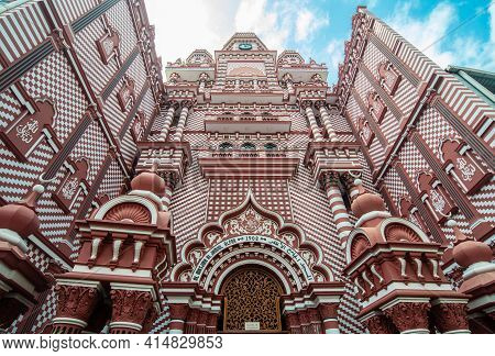 Beautiful Architecture Of Jami Ul-alfar Mosque Or The Red Mosque An Iconic And Most Popular Historic