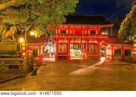 Kyoto, Japan - April 25, 2017: Main Gate Ro-mon Of Yasaka Shrine Illuminated At Night On The Main St