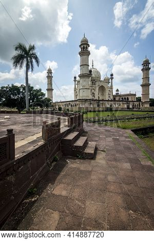 Beautiful Indian Architecture Of A Mausoleum With A Cloudy Sky