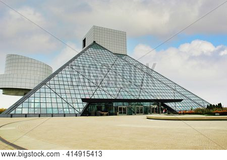 CLEVELAND, OHIO - Sept 30, 2006: The Rock and Roll Hall of Fame building.